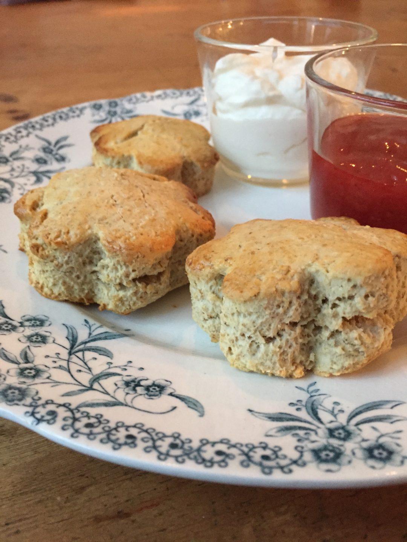 Deze havermout scones zijn een heerlijke en gezonde variant op de klassieke scones. Een lekker én voedzaam ontbijt ineen.