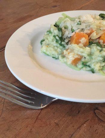 Risotto van raapsteel, pompoen en andijvie. Een heerlijke vegetarische risotto met seizoensgroenten. Ideaal gerecht voor een gezonde avond maaltijd.