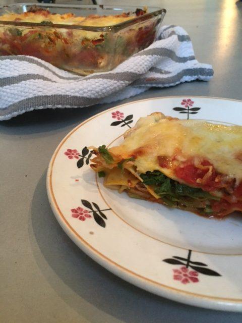 Lasagne van tuinmelde. Een heerlijk vegetarisch recept met de vergeten seizoens groente tuinmelde. Een gezonde en lekkere avondmaaltijd.