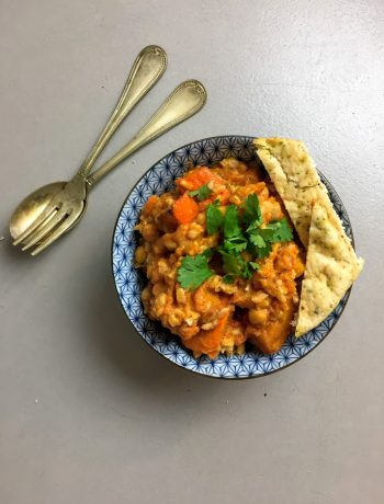Dit recept van vegetarische pompoen tikka masala zit bomvol smaak. Een heerlijke en gezonde curry vol met groenten.