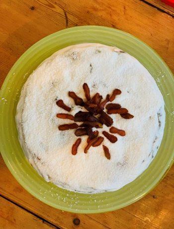 Een heerlijke vegan courgette bananentaart met abrikozen en en kokos. Heerlijk zoet van zichzelf. Een suikervrije, plantaardige én glutenvrije taart. Maar bovenal gewoon erg lekker!t, vegan, koemelkvrij, glutenvrij, suikervrij