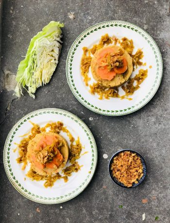 Een vegetarische oosterse spitskool en zoete aardappel stamppot. Een heel gezond en makkelijk recept. Heel voedzaam, gezond en vol met groenten. Ideale avondmaaltijd voor een doordeweekse koude of natte dag.