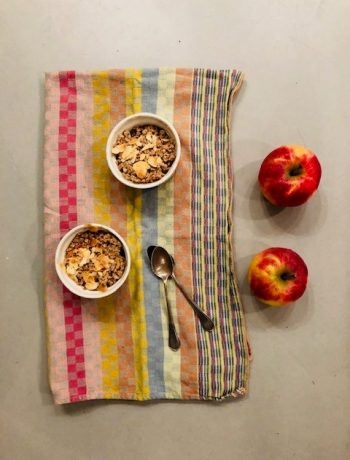 Havermout speculaas crumble met appel. Een heerlijk recept als toetje of dessert in de sinterklaas periode.