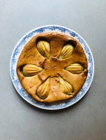 Peren speculaas taart met spijs. Een super makkelijk maar ontzettend lekker sinterklaas recept wat je binnen no time op tafel hebt.