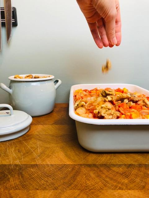 Ovenpasta met koolraap en zoete aardappel. Een heerlijke en gezonde vegetarische ovenschotel.