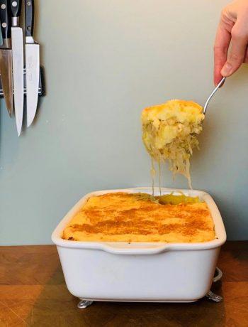 Zuurkool schotel met pastinaak. Een heerlijke gezonde en vegetarische ovenschotel. die binnen no time op tafel staat. Super makkelijk en smaakvol.