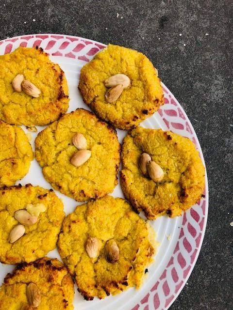 Makkelijk, lekker, gezond en vegetarisch. Dat zijn deze bloemkool koekjes! Heerlijk als tussendoortje of als bijgerecht. Serveer er een lekkere frisse salade bij en je hebt een ideale lichte maaltijd.
