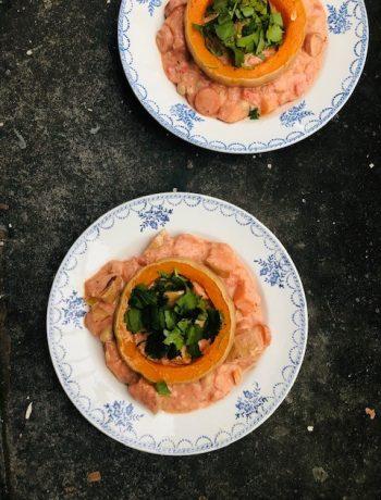 Een heerlijke vegetarische curry pompoen met kikkererwten. Met zelfgemaakte currypasta. Ook makkelijk aan te passen naar een vegan variant.