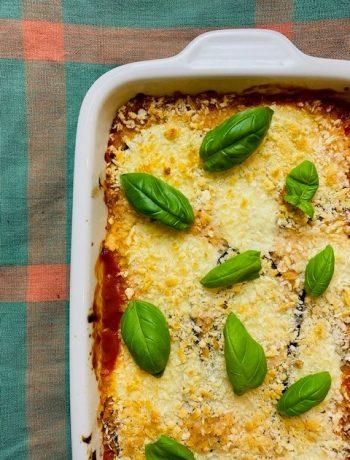 Deze melanzane alla parmigiana met aubergine met als extra toevoeging verse spinazie. Net wat extra groenten en net wat meer kleur.